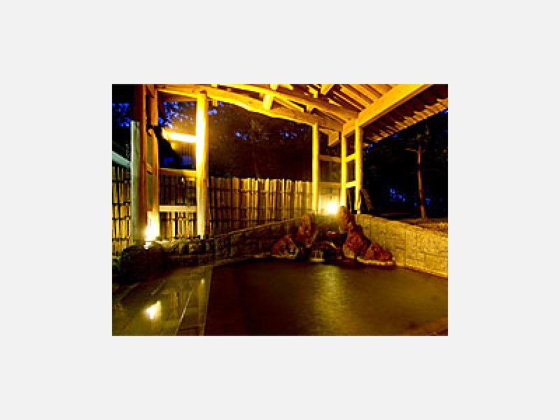 松林庭園を望む露天風呂