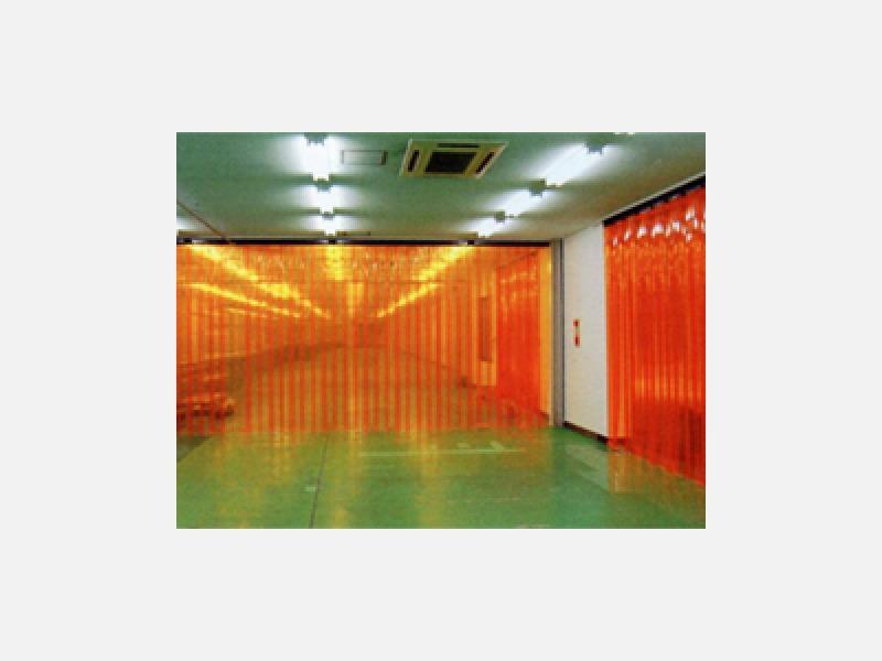 食品工場に防塵、防虫のれんシート