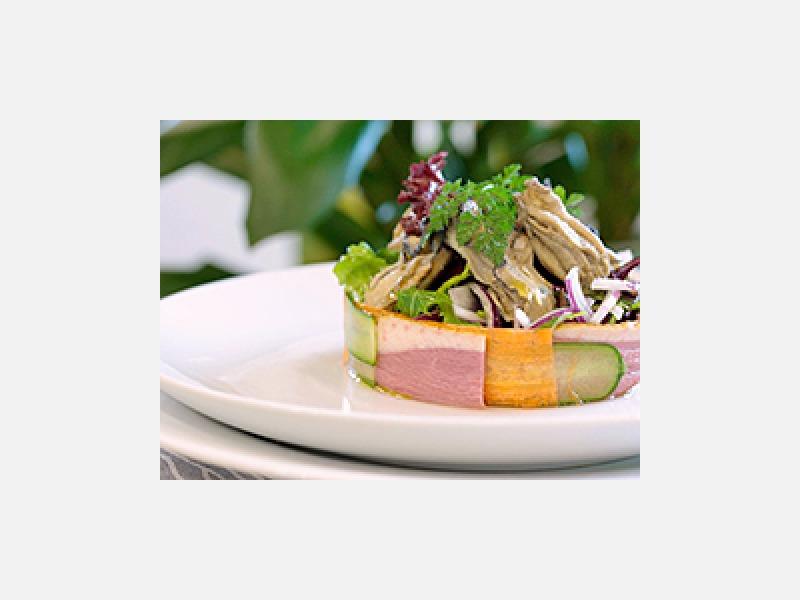 スモークしたマグレカナールと牡蠣のコンフィのサラダ