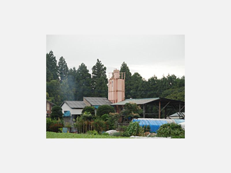 ピンクのセメントタンクが当社の目印です。