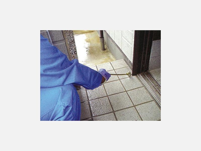 玄関・ドア枠回り薬剤処理