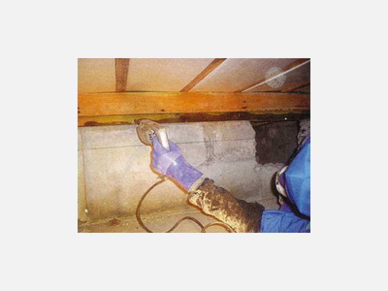 床下木部穿孔注入処理