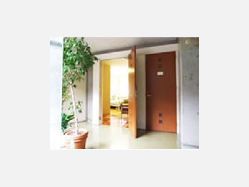 個室もあります TV・冷蔵庫・バストイレ 電話付き