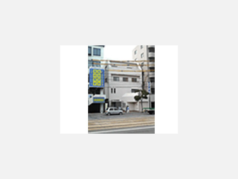 広島電鉄江波線沿いです。