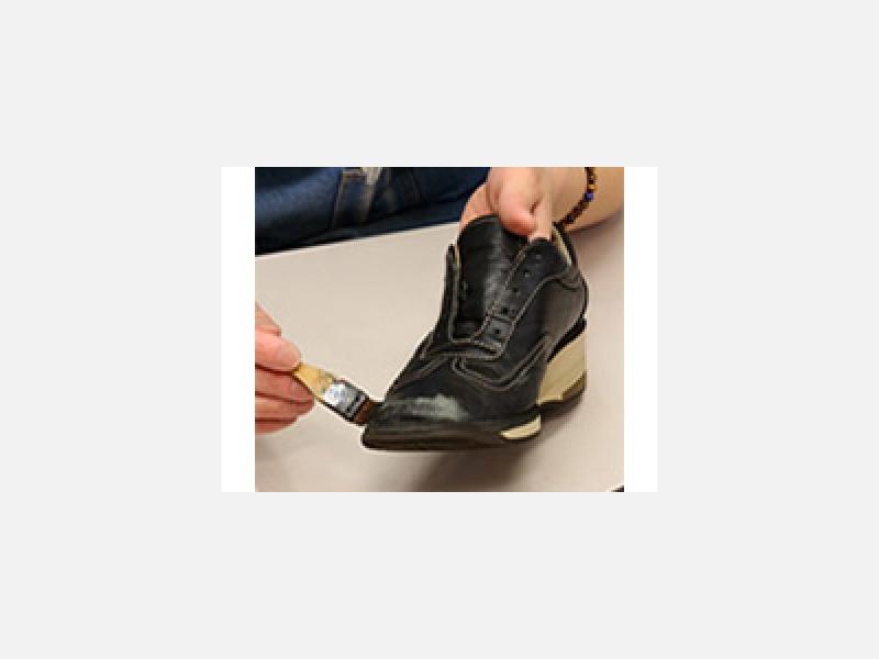 プロの技術で靴・鞄を蘇らせます