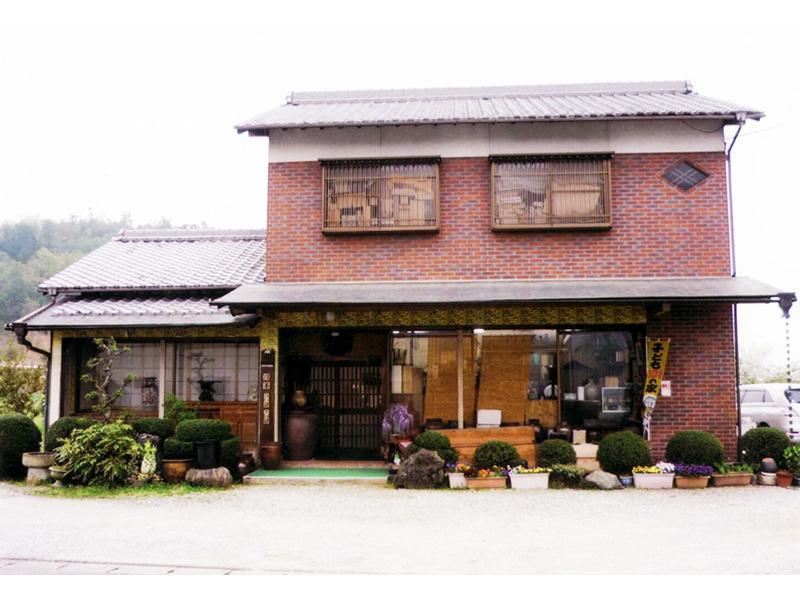 兵庫県加西市にある骨董屋、萬象堂です