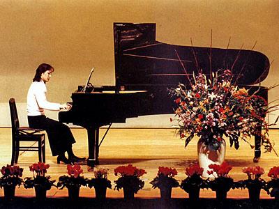 クララピアノ・バイオリン教室ロゴ