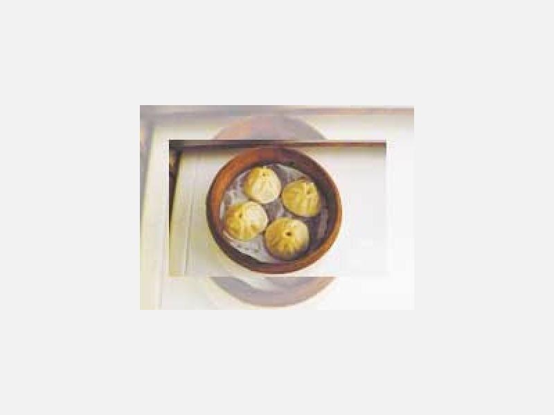"""上海名物""""小龍包""""4個 380円:中華料理:年中無休"""