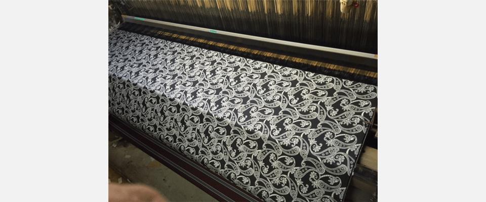 ネクタイ地製造の織機を使い多種多様な企画も取り扱っ