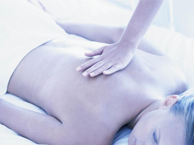 女性整体師が優しく痛み・コリを和らげます