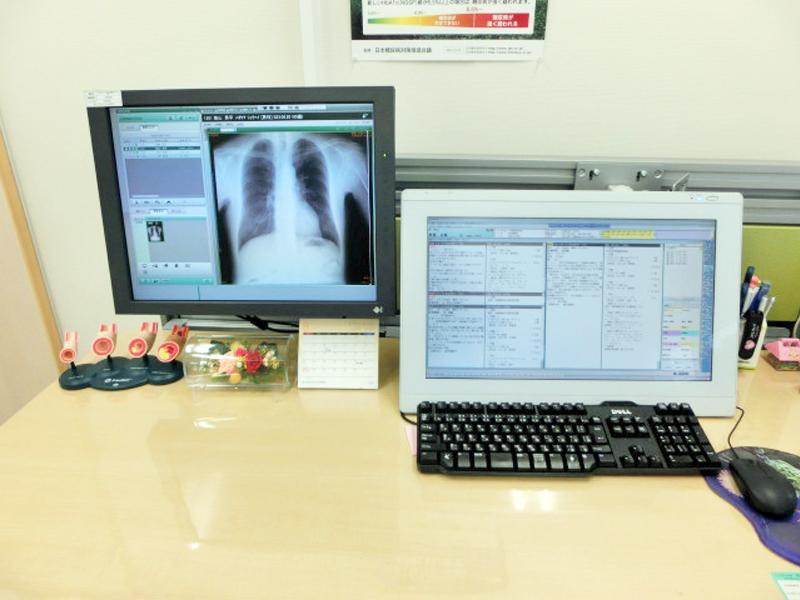 <診察室>電子カルテ導入し検査結果をご説明致します