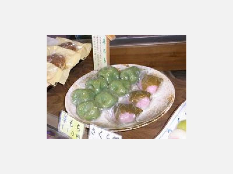 国内産よもぎと北海道産小豆を使用しています。