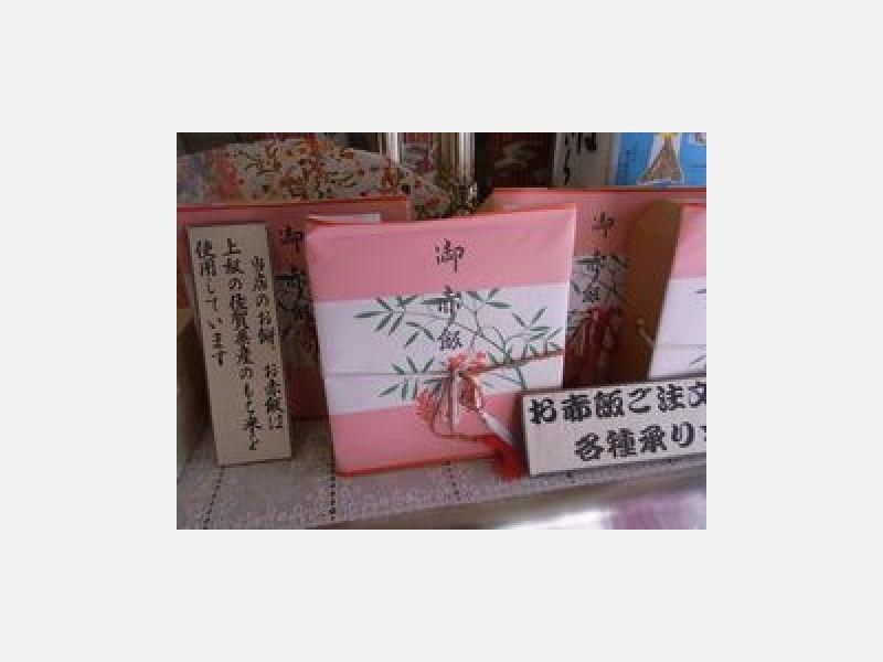 お餅とお赤飯は上級の佐賀産のもち米を使用しています。