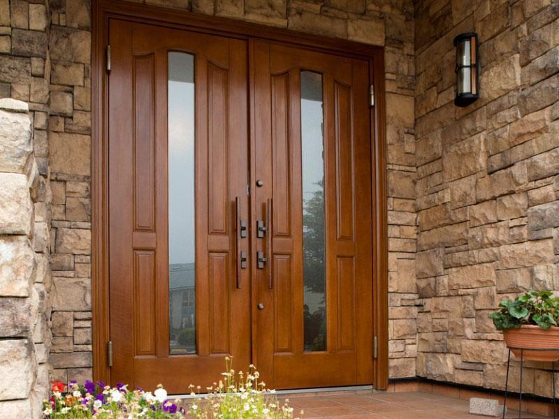 1日の施工で新しい玄関ドアにリフレッシュ