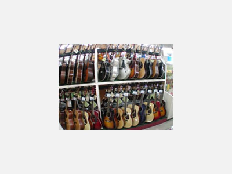 ギターもお値打ち価格からレア物まで取り揃え
