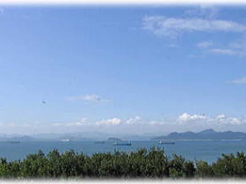 海を望む南景