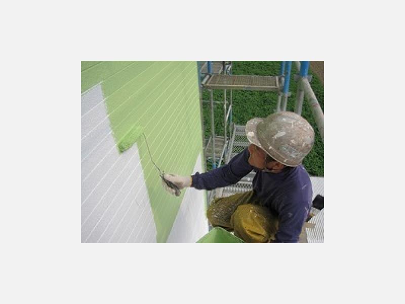 太陽光線を反射し、屋根裏や2階の暑さ対策に効果を発揮します。