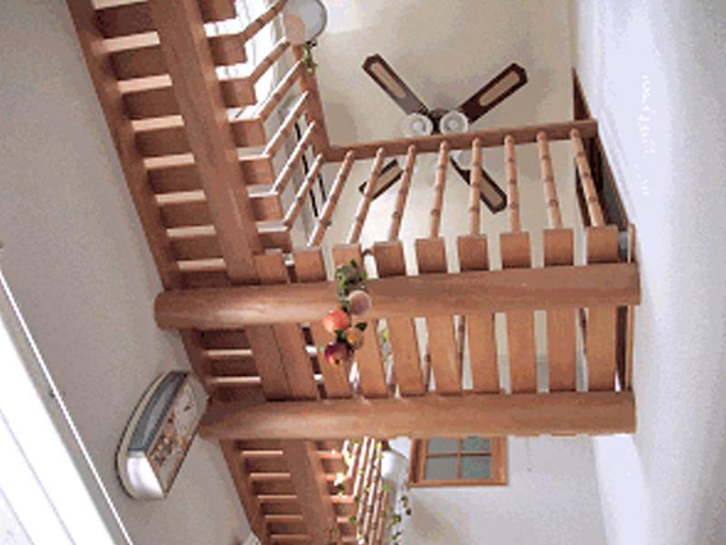 ≪佐藤邸≫居間の吹き抜けに渡り廊下をもうけました