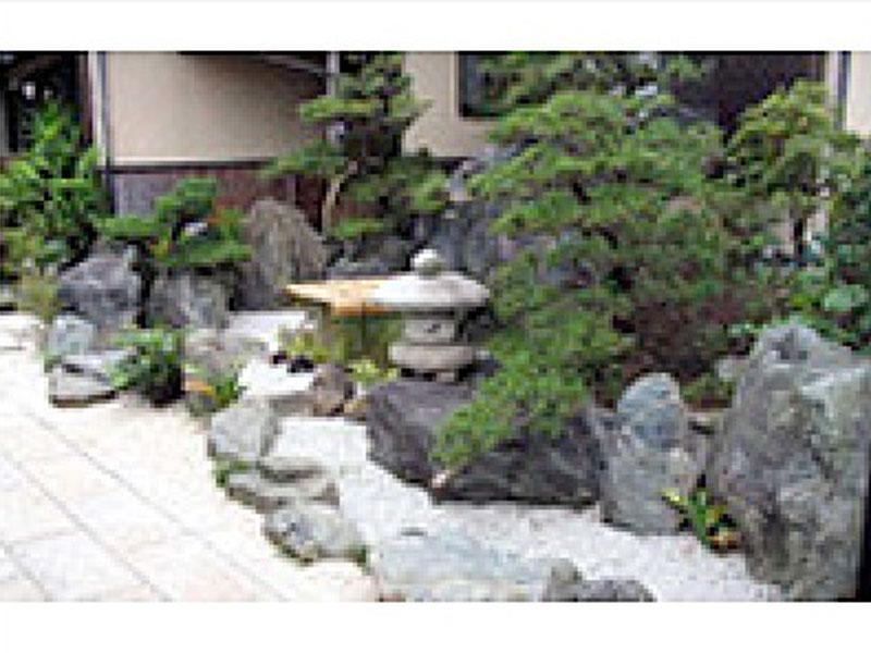 日本庭園の清水町H邸