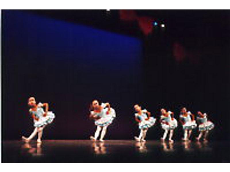 バレエは人気の習い事です