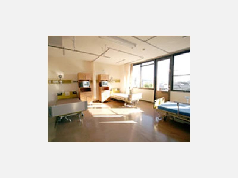 明るい広々とした病室