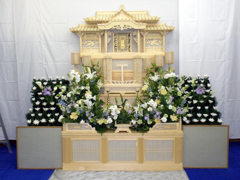 穏心の白木祭壇