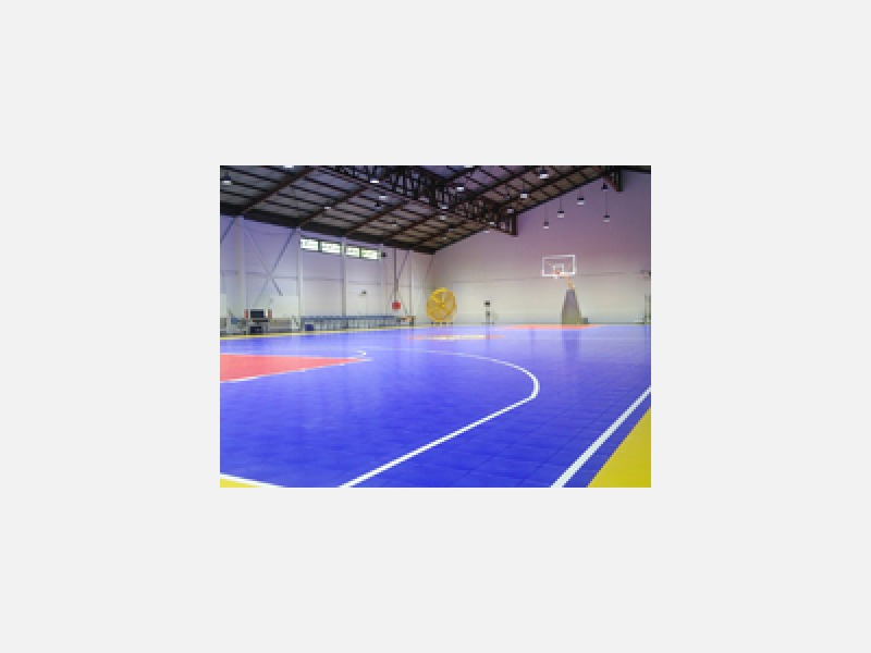 倉庫をスポーツ施設にて使用