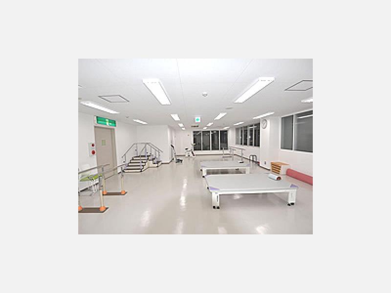 リハビリテーション室、入院設備もございます