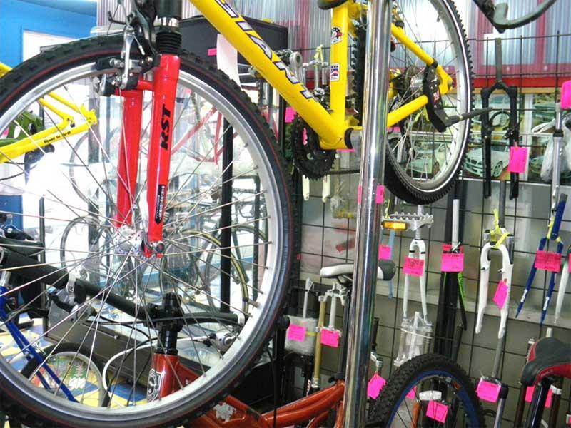 高級自転車・おもちゃ・革製品など、取扱い品目豊富が自慢!