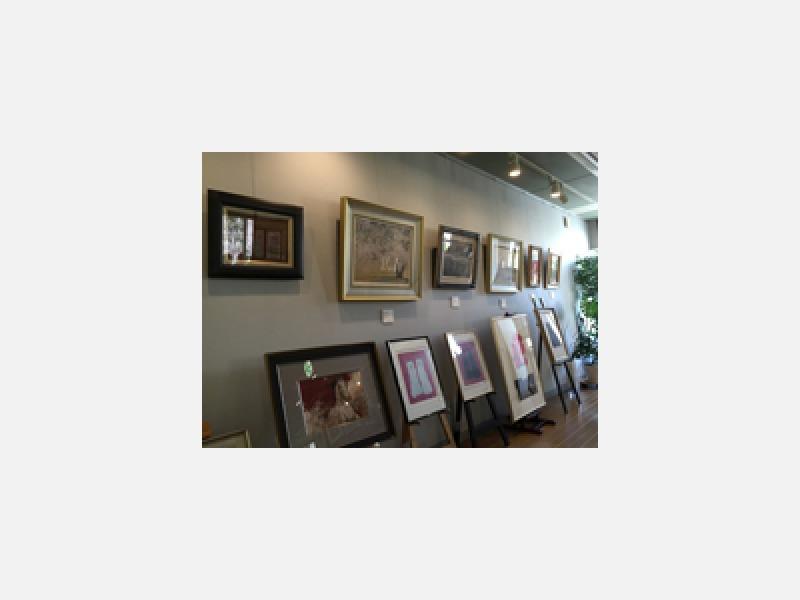 画廊では絵画、掛軸、香炉など取り扱っております。