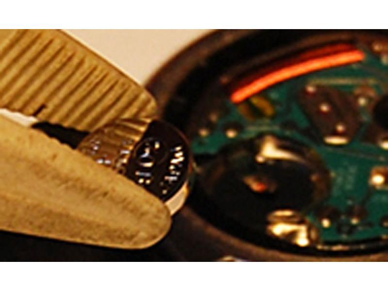 電池交換 カルティエなど輸入時計1296円