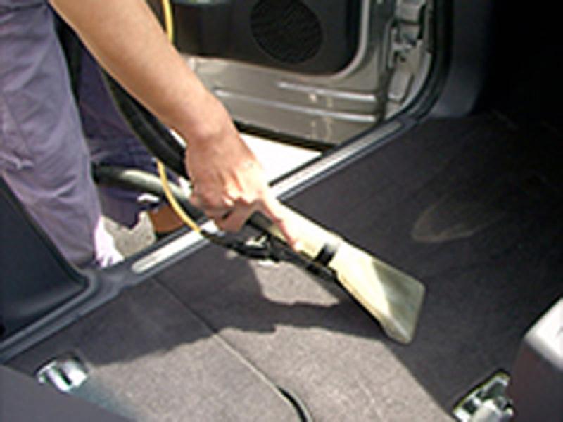 車内の徹底洗浄!!プロショップのルームクリーニング