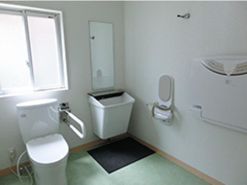 おむつ替え台のついた多目的トイレ