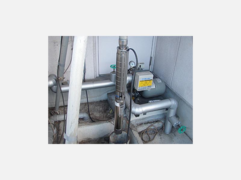 井戸の中に入れる水中ポンプです