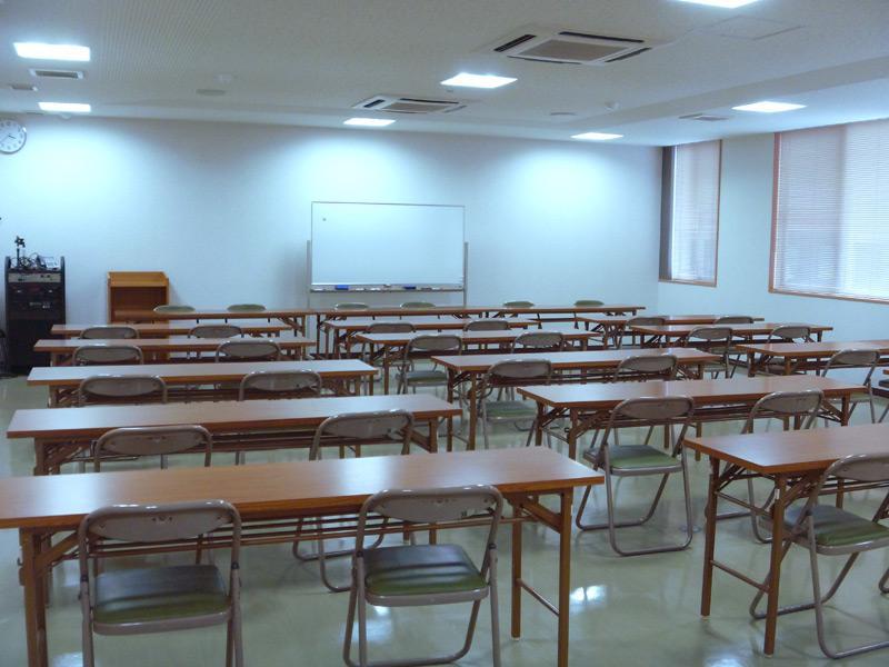 会議室 スクール形式(3人掛け 最大68名)