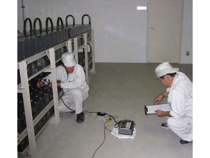 制御弁式据置鉛蓄電池点検作業