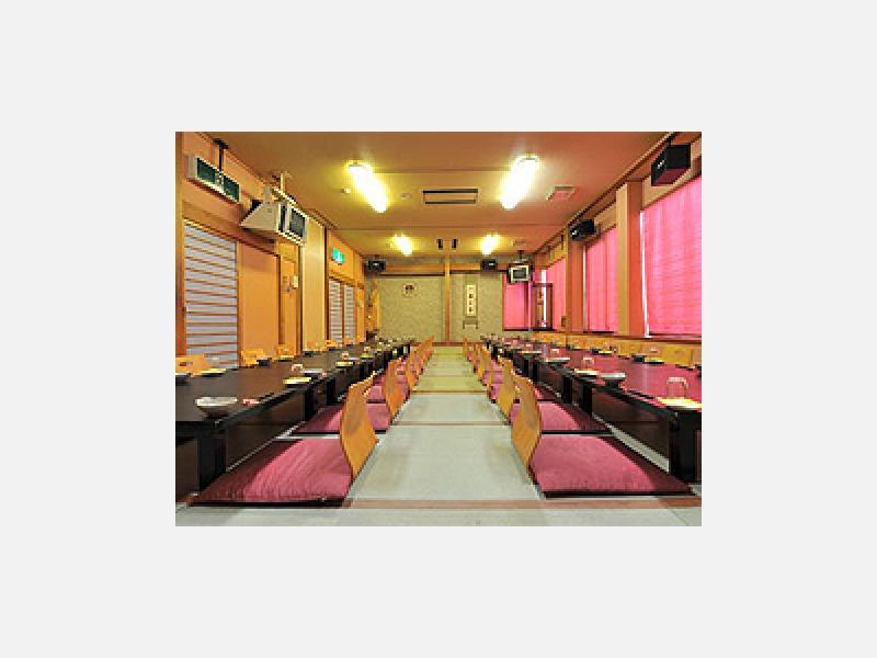宴会場は50名様まで利用可能。各種ご相談に応じます。