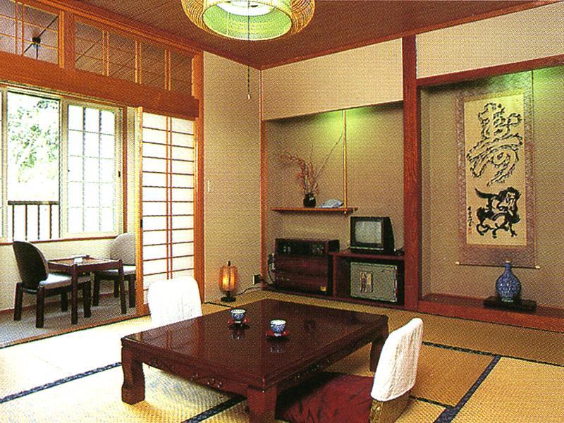 客室は旅の疲れをほっと癒す和室の空間
