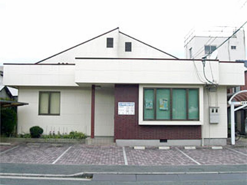 下松中学校横の古川公園前にあります
