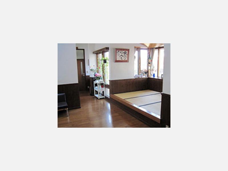 熊谷市の小澤整形外科☆リラックスして診療待ちができる待合室