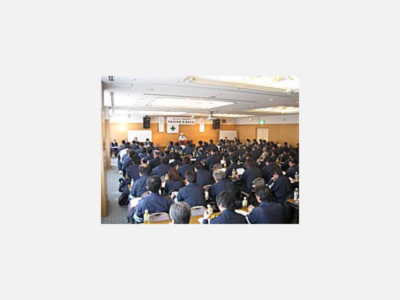 定期的に安全大会を開催し、安全意識を高めています。