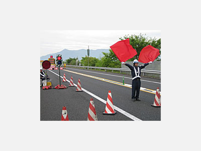 高速道路や一級国道での大規模工事の実績多数
