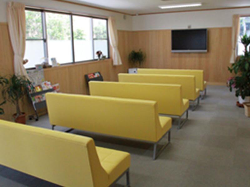 ◆明るい受付と待合室
