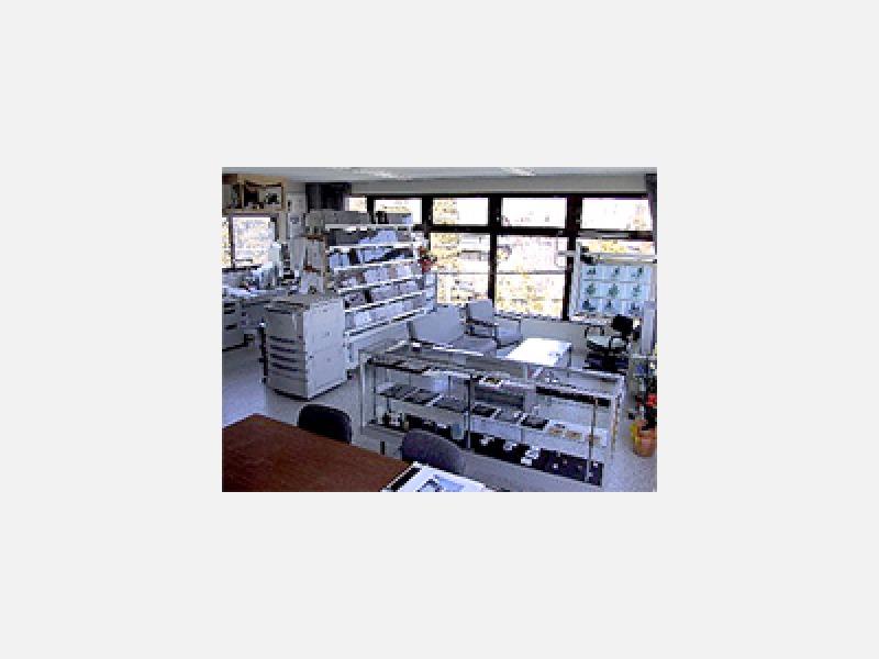 3F 商談コーナー 石材見本も多数展示してます。