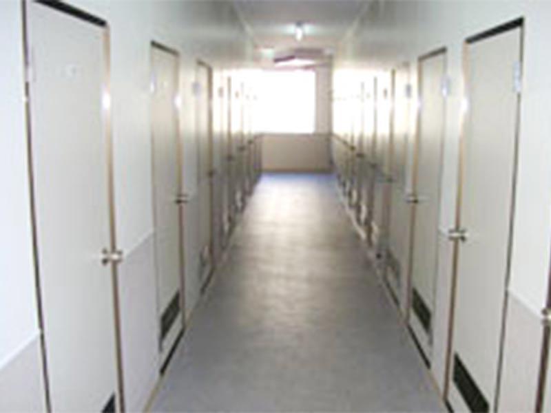廊下は余裕の1.5m幅で台車の使用も楽々