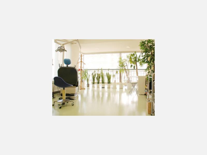 明るく広々とした診療室