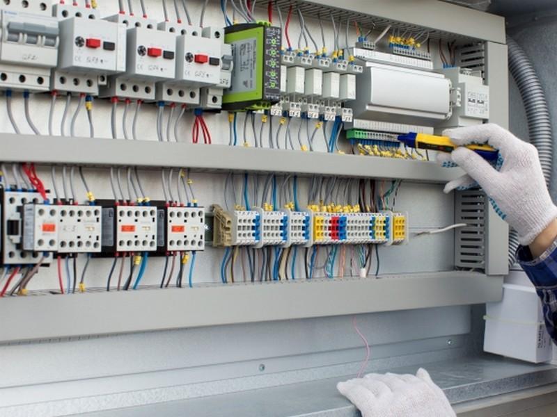 オフィスの電気工事、PC配線、LAN構築工事