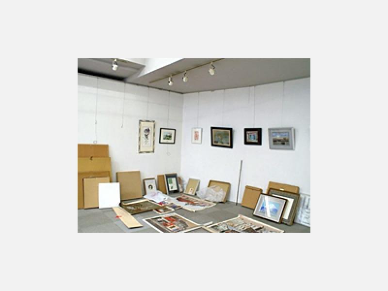 【絵画の搬入搬出、展示作業】