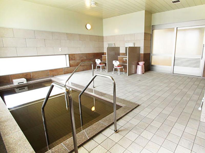 源泉かけ流し天然モール温泉の大浴場を完備