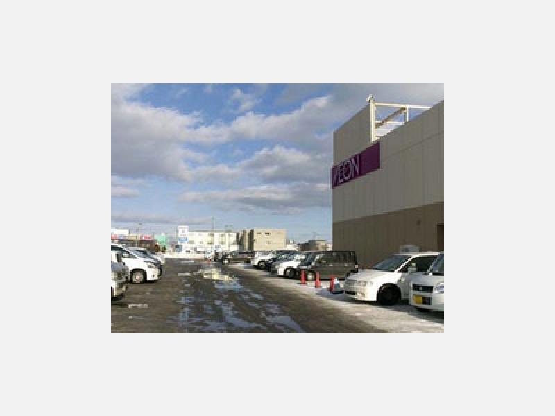 近くには大型ショッピングセンターもあります。